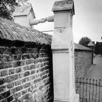 Graves of a Catholic woman and her Protestant husband | Unusual Places