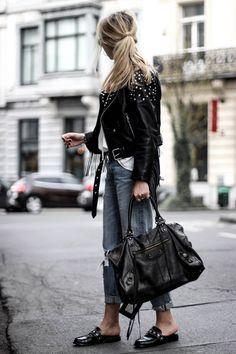 Jeans boyfriend et veste en cuir City Outfits, Casual Outfits, Fashion Outfits, Net Fashion, Balenciaga Handbags, Balenciaga Bag, Balenciaga Motorcycle Bag, Jean Destroy, Fringe Leather Jacket