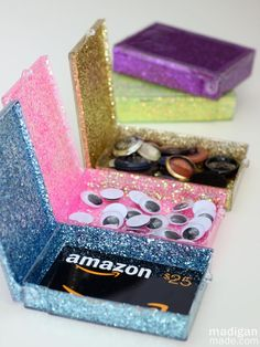 If you feel giving gift cards is impersonal - add a personal touch with one of these DIY Christmas gift card holders the recipient will love! Christmas Gift Card Holders, Gift Card Boxes, Diy Christmas Gifts, Gift Cards, Christmas Recipes, Christmas Crafts, Craft Gifts, Diy Gifts, Diy Crafts For Boyfriend