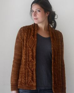 Cinnamon Girl Cardigan, de Amy Christoffers. http://www.ravelry.com/patterns/library/cinnamon-girl-cardigan