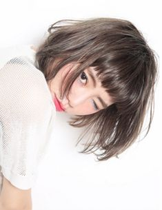 Outstanding Hair inspiration information are available on our web pages. Have a look and you wont be sorry you did. Haircuts For Wavy Hair, Bob Hairstyles, Short Hair Cuts, Medium Hair Styles, Natural Hair Styles, Short Hair Styles, Middle Hair, Korean Short Hair, Hair Arrange