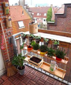 38 Fantastic balcony ideas for small rooms - Gurudecor - Decoration - Kleiner Balkon - Design RatBalcony Plants tan Furniture Small Balcony Design, Small Balcony Garden, Small Balcony Decor, Outdoor Balcony, Small Patio, Balcony Ideas, Balcony Gardening, Patio Ideas, Apartment Balcony Garden