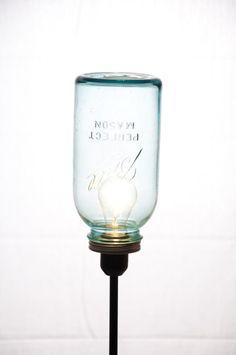 El día que atrapaste una idea Blogging, Diy Light Fixtures, Mason Jar Lamp, Light Up, Floor Lamp, Table Lamp, Crafty, Diy Ideas, Craft Ideas