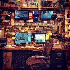 Film maker Casey Neistat& desk in his NYC studio Nyc Studio, Studio Setup, Home Studio, Film Studio, Office Setup, Office Workspace, Office Nyc, Artist Workspace, Casey Neistat Office