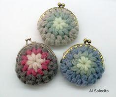Diy Crochet Coin Purse, Crochet Pouch, Felt Purse, Crochet Keychain, Crochet Purses, Knit Or Crochet, Crochet Handbags, Knitted Bags, Crochet Accessories