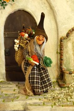 Witch Vegie Brusselsprout, OOAK by Silke Janas-Schloesser Haunted Dollhouse, Dollhouse Dolls, Miniature Dolls, Halloween Village, Halloween Doll, Halloween Crafts, Halloween Miniatures, Elves And Fairies, Season Of The Witch