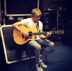 Niall Horan Reveals Perfect Girlfriend Traits: Are His Standards Too Low?   Cambio