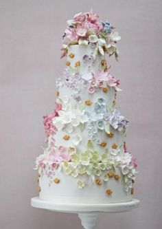 Our collection of wedding cakes pictures showcases an extensive amount of wedding cake ideas to inspire brides for their own wedding cake designs. Ivory Wedding Cake, Cool Wedding Cakes, Beautiful Wedding Cakes, Gorgeous Cakes, Wedding Cake Designs, Pretty Cakes, Cute Cakes, Amazing Cakes, Floral Wedding