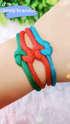 Diy Bracelets Patterns, Macrame Bracelet Patterns, Diy Friendship Bracelets Patterns, Diy Bracelets Easy, Paracord Bracelets, Paracord Keychain, Macrame Bracelets, Diy Crafts Jewelry, Bracelet Crafts