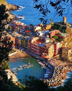Vernazza,Cinque Terre,Italy✅ I'm not kidding you, this is legit what it looks like! No retouch or filter needed, this place is heaven!