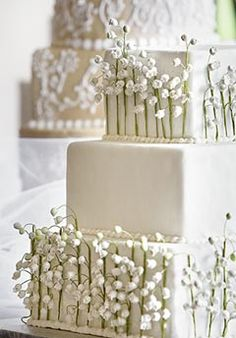 Pretty Lilly of the valley cake