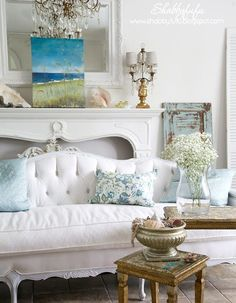 Last Trending Get all images beach chic home decor Viral shabby chic beach living room Beach Living Room, Shabby Chic Living Room, Shabby Chic Bedrooms, Shabby Chic Homes, Shabby Chic Furniture, Living Rooms, Romantic Bedrooms, Pink Bedrooms, Coastal Bedrooms
