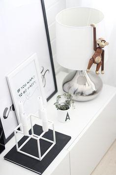 Via Noe pa Hjertet | Design Letters by Arne Jacobsen | Teak Monkey by Kay Bojesen | Candle holder By Lassen