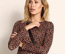Wzorzysta bluzka - jak ją nosić? Sweaters, Fashion, Moda, Fashion Styles, Sweater, Fashion Illustrations, Fashion Models, Sweatshirts, Pullover Sweaters