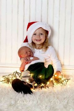Newborn and Children posing ideas. The Best Newborn Photographer in Utah. Baby Christmas Photos, Xmas Photos, Holiday Pictures, Kids Christmas, Sibling Christmas Pictures, Christmas Lights, Photo Bb, Kind Photo, Newborn Pictures