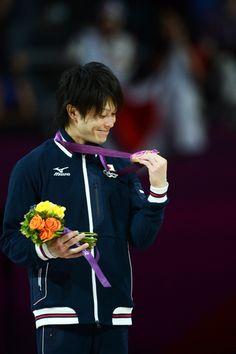 Kohei Uchimura smiling at his Gold Medal,London Olympic 2012.@金メダルを見て微笑む内村航平。~ロンドン五輪2012~