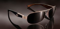 MAYBACH - ICONS OF LUXURY | Limited Gold Editions Summer Sunglasses, Sunglasses Outlet, Ray Ban Sunglasses, Gents Fashion, Mens Gear, Gold Eyes, Men Formal, Mens Glasses, Men's Grooming