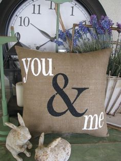 Write on burlap with white or black paint! Burlap Crafts, Fabric Crafts, Diy And Crafts, Burlap Art, Diy Pillows, Decorative Pillows, Throw Pillows, Homemade Pillows, Sewing Projects