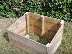 Pallet Dog House, Build A Dog House, Diy Dog Kennel, Dog Houses, Pallet Ideas, Wood Pallets, Guy, Diy Projects, Backyard