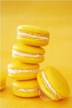 Macarons with Lemon Buttercream Filling I'm a sucker for macarons - especially lemon macarons.I'm a sucker for macarons - especially lemon macarons. Lemon Buttercream, Buttercream Filling, Rainbow Aesthetic, Aesthetic Colors, Aesthetic Yellow, Lemon Macarons, Jaune Orange, Yellow Theme, Color Yellow