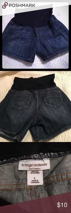 """Liz Lange Denim Maternity Shorts - Size L With warmer weather creeping up on us you'll want these sooner than later. Comfort stretch. Smoke free home. Machine washable. 5 1/2"""" inseam Liz Lange for Target Shorts Jean Shorts"""