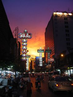 Chinatown #bangkok #mustsee #accorcityguide The nearest Accor hotel : Novotel Bangkok On Siam Square  How can you travel around the world without spending a fortune? Discounts of up to 70% of the usual prices! https://swisshalley.com/en/ref/Kaldin