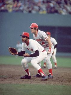 October 1975 at Fenway Park: Game 1 of the 1975 World Series with Cecil Cooper of the Boston Red Sox holding on Pete Rose of the Cincinnati Reds. Minnesota Twins Baseball, Cincinnati Reds Baseball, Red Sox Baseball, Baseball Uniforms, Baseball Cards, Baseball Stuff, Baseball Photos, Baseball Series, Best Baseball Player