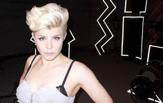 I love Robyn's hair. But I'm too scared/lazy to try...