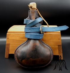 Leather flask l Cowhide Leather, Leather Craft, Flask, Medieval, Handmade, Crafts, Leather Crafts, Hand Made, Manualidades