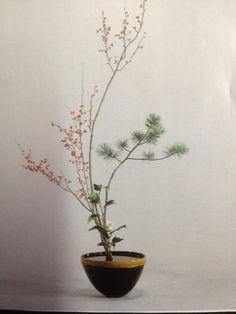 ikabana center pieces for wedding Ikebana Arrangements, Ikebana Flower Arrangement, Modern Flower Arrangements, Bonsai, Deco Floral, Arte Floral, Art Floral Japonais, Ikebana Sogetsu, Japanese Flowers