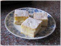 Hrníčkové řezy s jablky. Czech Recipes, Ethnic Recipes, Thing 1, Dessert Recipes, Desserts, Cornbread, Feta, Cheesecake, Fine Dining