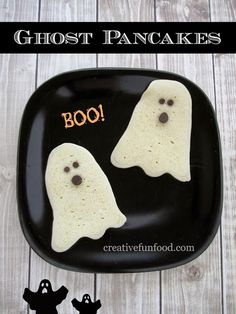From Lovers with Love - The Cutest DIY Food Decoration for Kids. No Kid Will Ever Refuse Them-Halloween Ghost Pancakes Halloween Goodies, Halloween Desserts, Halloween Ghosts, Easy Halloween, Holidays Halloween, Halloween Treats, Halloween Countdown, Halloween Breakfast, Birthday Breakfast
