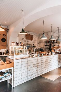 Hipster Cafe, Hipster Coffee Shop, Coffee Shop Bar, Coffee Shop Counter, Vintage Cafe Design, Vintage Bakery, Cafe Restaurant, Bar Restaurant Design, Coffee Cafe Interior