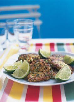 Courgette Fritters with feta - Nigella Lawson Going Vegetarian, Vegetarian Recipes, Cooking Recipes, Healthy Recipes, Healthy Foods, Vegetable Pancakes, Zucchini Pancakes, Buffet, Rachel Ray