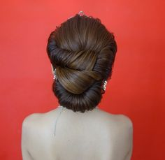 fashionweddingdresses.net | Coming Soon | Follow Us . Neat bridal hairstyle ☺  ☺