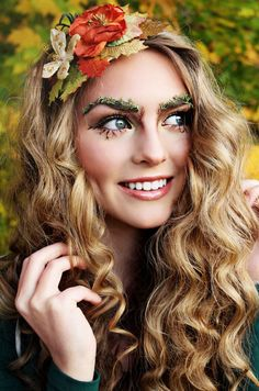50 Pretty and Unique Makeup Looks For Halloween; the hottest Halloween makeup looks. Fairy Make-up, Woodland Fairy Makeup, Fairy Fantasy Makeup, Fantasy Hair, Woodland Fairy Costume, Woodland Elf, Make Carnaval, Elf Costume, Fairy Costumes