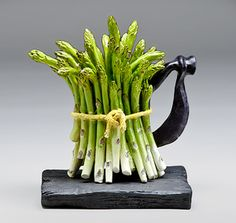 "Trisha Coates () / ""Asparagus Teapot"" in shape of tied bundle of green asparagus on black base Chocolate Pots, Chocolate Coffee, Cute Teapot, Teapots Unique, Teapots And Cups, Ceramic Teapots, Pot Sets, High Tea, Afternoon Tea"