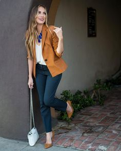 How to rock the casual chic look Casual Work Outfits, Business Casual Outfits, Work Attire, Work Casual, Casual Chic, Casual Office, Business Attire, Outfit Work, Semi Casual Outfit Women