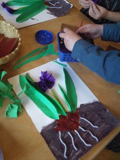 art therapy activities for kids hyacint knutselen Spring Crafts For Kids, Art For Kids, Kids Crafts, Arts And Crafts, Art Therapy Activities, Spring Activities, Toddler Activities, Preschool Garden, Preschool Activities
