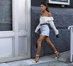 Com desfiles de grifes como @Lacoste, @Tibi,  @AlexanderWangNY e @mrselfportrait, o terceiro dia da semana de moda de Nova York foi dos mais agitados dentro e fora das passarelas. Quer se inspirar? Clique no link da bio veja os melhores looks de street style captados pelo fotógrafo Adriano Cisani, do @WhatAStreet. #streetstyle #voguenanyfw #nyfw #moda