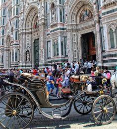 Firenze - Kutsche vor dem Dom-Portal
