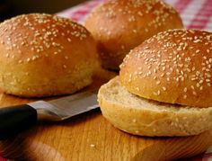 Fantastic sourdough buns for sandwiches! I posted this recipe in the forums and Akillian made them and posted her picture. Sourdough Hamburger Buns Recipe, Sourdough Bread Starter, Sourdough Recipes, Bread Recipes, Cooking Recipes, Starter Recipes, Sourdough Rolls, Yeast Bread, Yummy Recipes