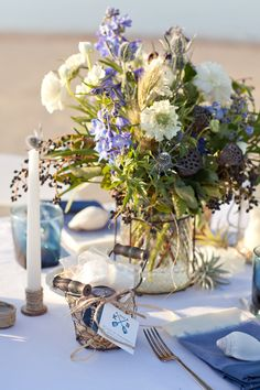 lush seaside centerpiece // photo by Erin Kate Photography // floral design by Petal Pixie