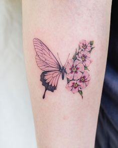 Realistic Butterfly Tattoo, Butterfly With Flowers Tattoo, Butterfly Wrist Tattoo, Butterfly Tattoo Designs, Flower Tattoos, Butterfly Tattoo Meaning, Pretty Tattoos, Unique Tattoos, Cute Tattoos