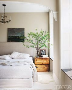love that bedside table. a little tree stump. also love the leaves and branches instead of flowers. //A. via elle decor