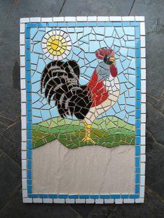 Galo em mosaico sob a base de cerâmica <br>Pode ser feito número de casa ou placa comercial <br>Fazemos projeto sob medida <br>Frete à contratar Mosaic Garden Art, Mosaic Diy, Mosaic Crafts, Mosaic Animals, Mosaic Birds, Mirror Mosaic, Mosaic Glass, Button Wall Art, Mosaic Art Projects