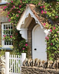 Exterior Stone House Storybook Cottage Ideas – Home Decor Exterior Cottage Porch, Rose Cottage, Garden Cottage, Cottage House Exteriors, Stone Cottage Homes, Cottage Style Homes, Café Exterior, Design Exterior, Exterior Remodel