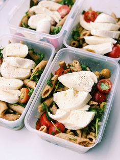 Pastasalad with pesto, tomatoes/tomato & mozzarella cheese – Pastasalat mit Pesto, Tomaten, Mozzarella – Lieblingsessen Lunch Meal Prep, Healthy Meal Prep, Healthy Drinks, Healthy Eating, Tapas Recipes, Vegetarian Recipes, Healthy Recipes, Amazing Food Hacks, Tomate Mozzarella