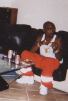 I wonder who snuck and took this pic of him. 2pac, Tupac Shakur, Tupac Pictures, Insta Pictures, Hip Hop And R&b, 90s Hip Hop, Tupac Quotes, Rap Quotes, Lyric Quotes