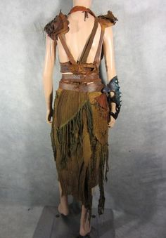 Rags, leather & a fierce lookin' gauntlet. Buring Man, Apocalypse Costume, Post Apocalyptic Clothing, Fairy Photoshoot, Concept Clothing, Larp, Wasteland Weekend, Fringe Fashion, Gypsy Style